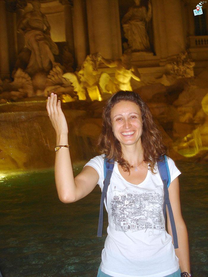 Хвърляне на монета във фонтан ди Треви в РИм