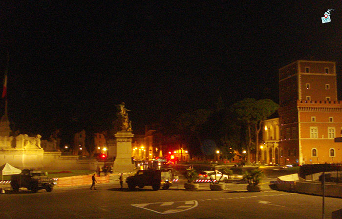 Въоръжена охрана в центъра на Рим