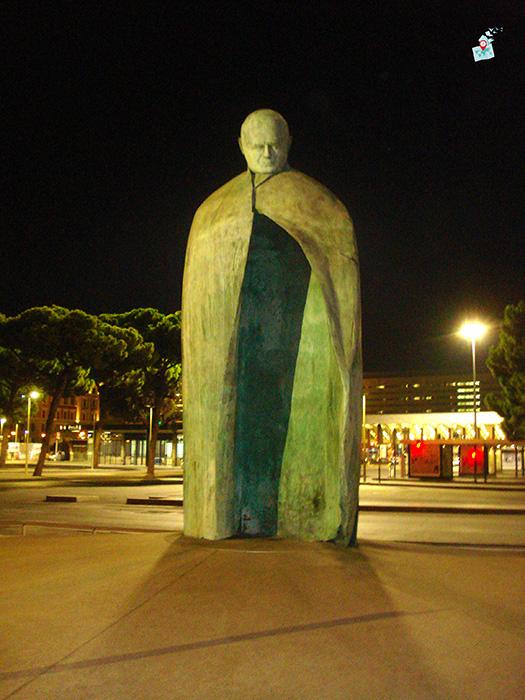 statuia na papa Ioan Pavel II